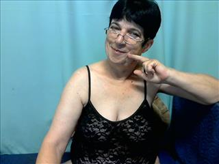 camgirl picture of FriskyGranny