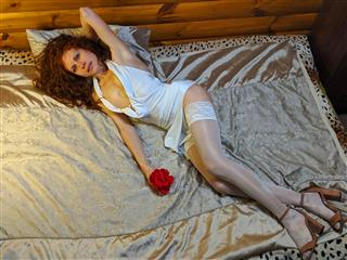 camgirl picture of AngeliqueAmour