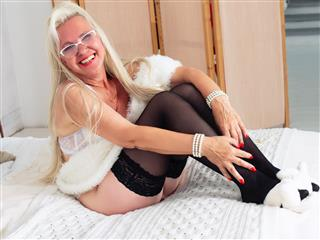 camgirl picture of HotGranny