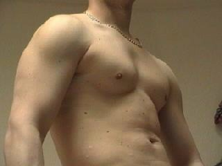 camgirl picture of MuscleMax22