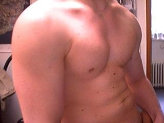 camgirl picture of MuscleGay25