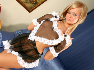 camgirl picture of TinyBlondie