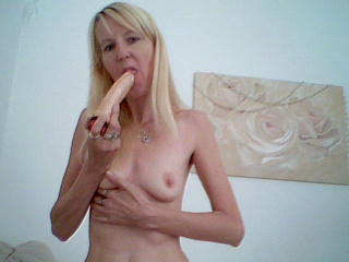 Bitcoin camgirl profile picture of Lizzy36