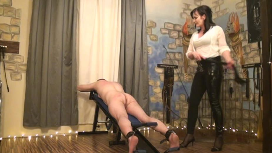 TORTURED AND SIGNED BY LADY EVIANA TEIL 1