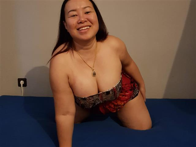 Bitcoin camgirl profile picture of Thailady21