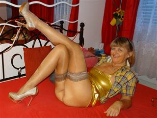 camgirl picture of SwissMature