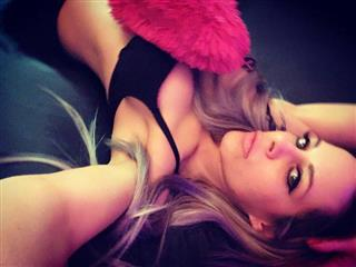 camgirl picture of LuxuriousDoll