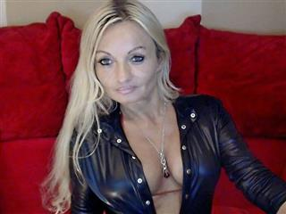 camgirl picture of DevilEve
