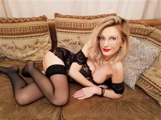 camgirl picture of SuziRose