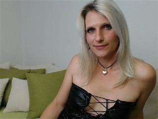 Live Cam Sex sweetchantal81