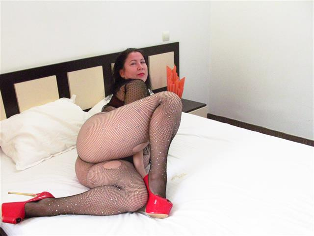 Bitcoin camgirl profile picture of EmmaHotSquirt