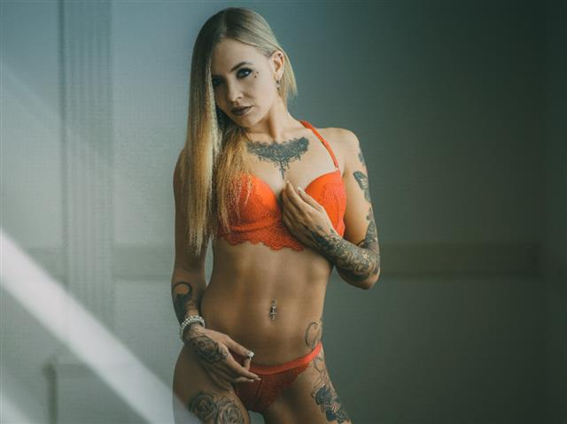 Bitcoin camgirl profile picture of MiriBrook