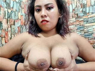 camgirl picture of FlirtyAsian