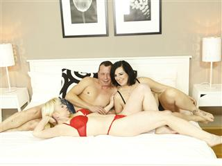 camgirl picture of SensualThreesome