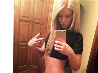 camgirl picture of JessyToy