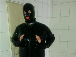 camgirl picture of RubberSophie
