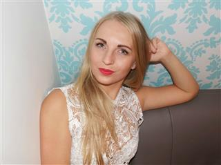 camgirl picture of AshleyTrans25