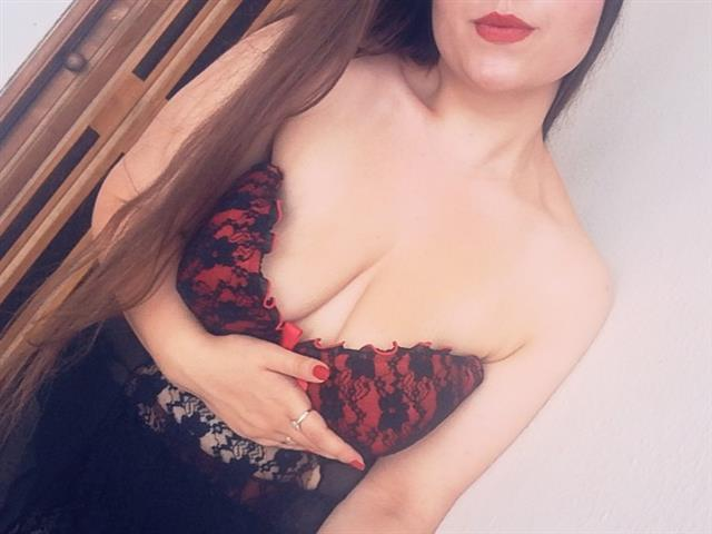 Bitcoin camgirl profile picture of BigTittsQueen