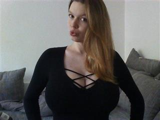 camgirl picture of LisaWilde95