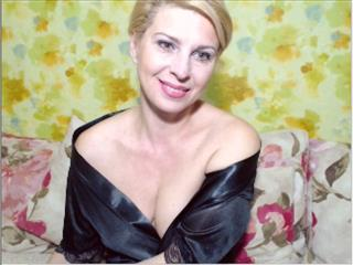 camgirl picture of alinablondhot
