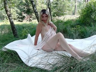 camgirl picture of SanftUndEinsam