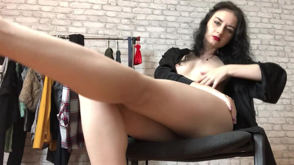Pussy play!