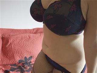 camgirl picture of SonaHonig