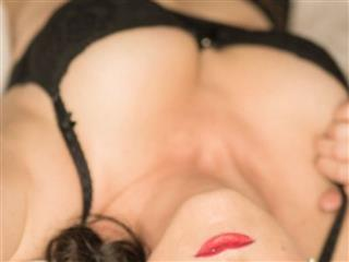 camgirl picture of Red-Desire