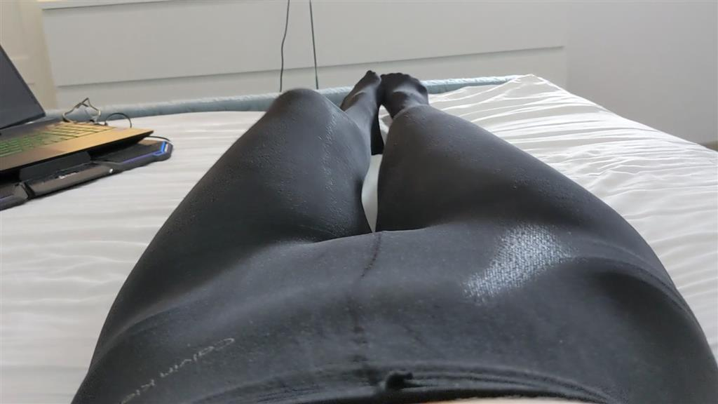 legs in opaque tights