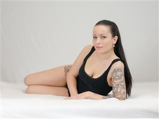camgirl picture of NinaNeumans