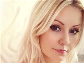 camgirl picture of eyescrystall