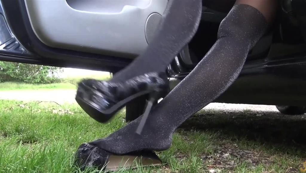 Pedal Pumping in sexy Outfit und High Heels
