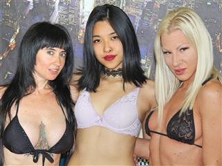 camgirl picture of TripleStars