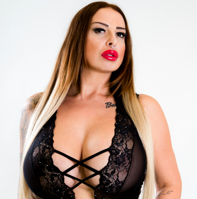 Nina Vegas VISIT-X Magazin